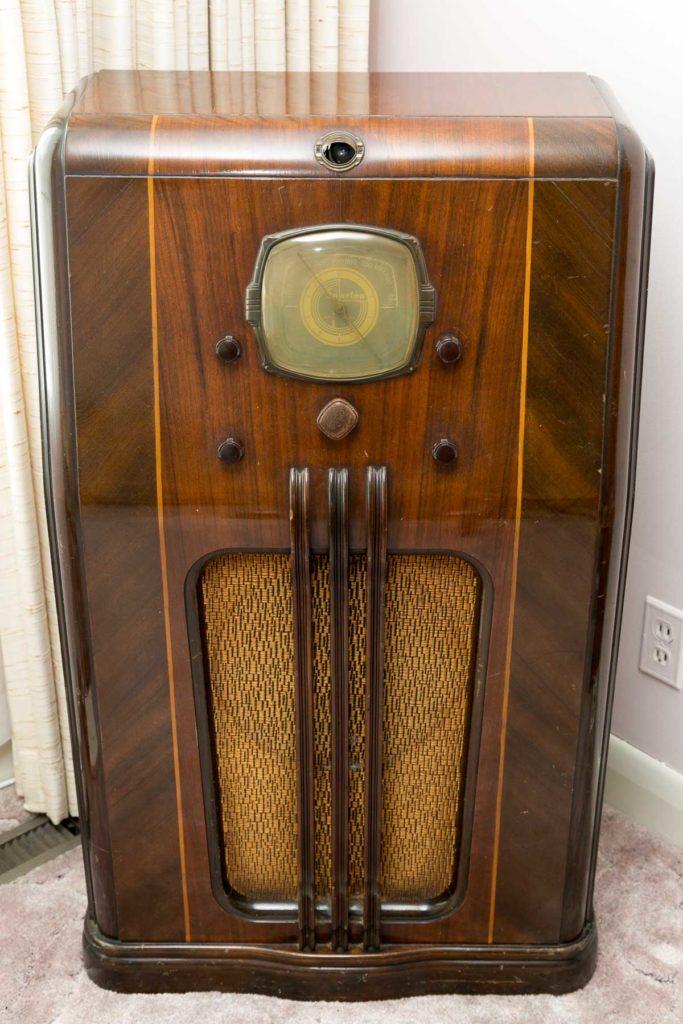 Sparton Brand Model 98 Tube Radio circa 1930's